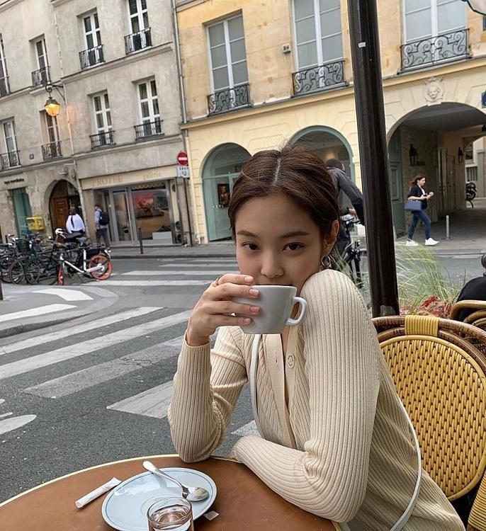 Jennie (Black Pink) mặc khí chất ở đời thường Ảnh 6