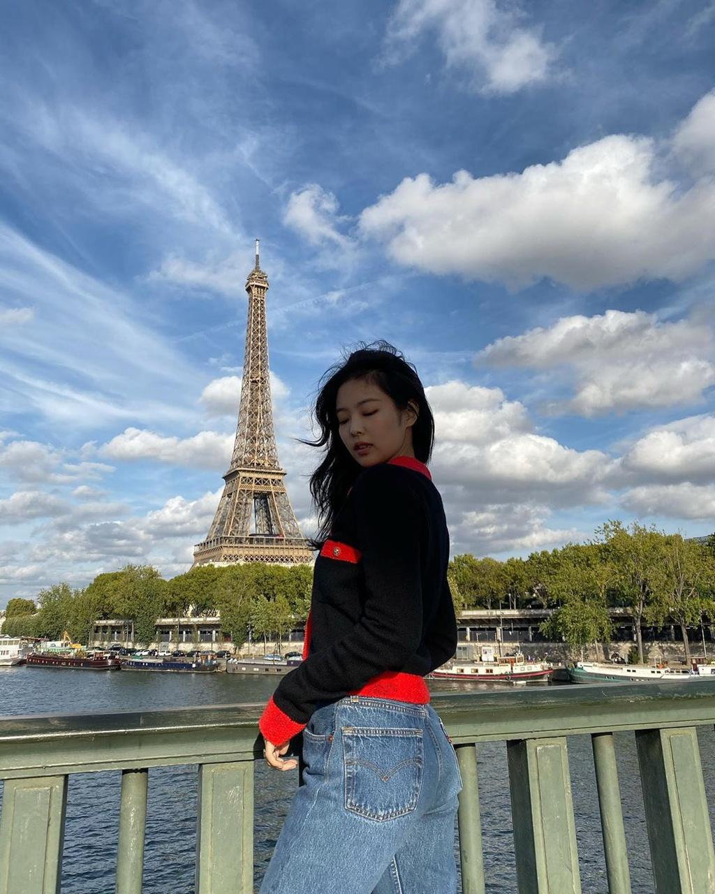 Jennie (Black Pink) mặc khí chất ở đời thường Ảnh 7