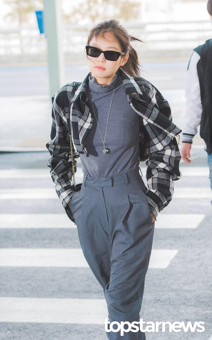 Jennie (Black Pink) mặc khí chất ở đời thường Ảnh 2