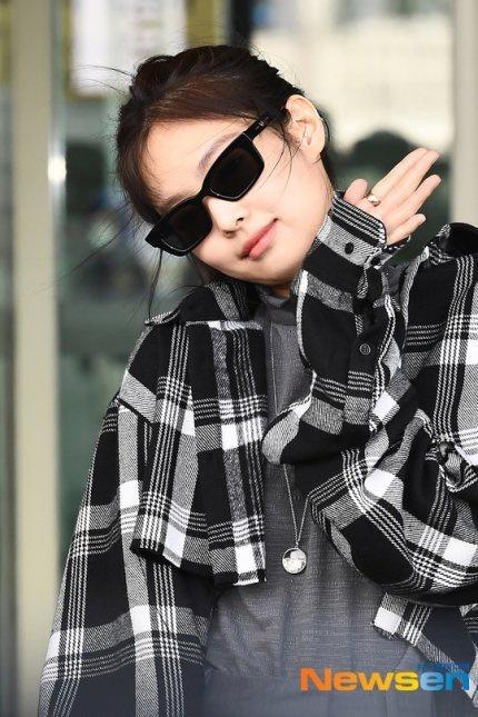 Jennie (Black Pink) mặc khí chất ở đời thường Ảnh 5