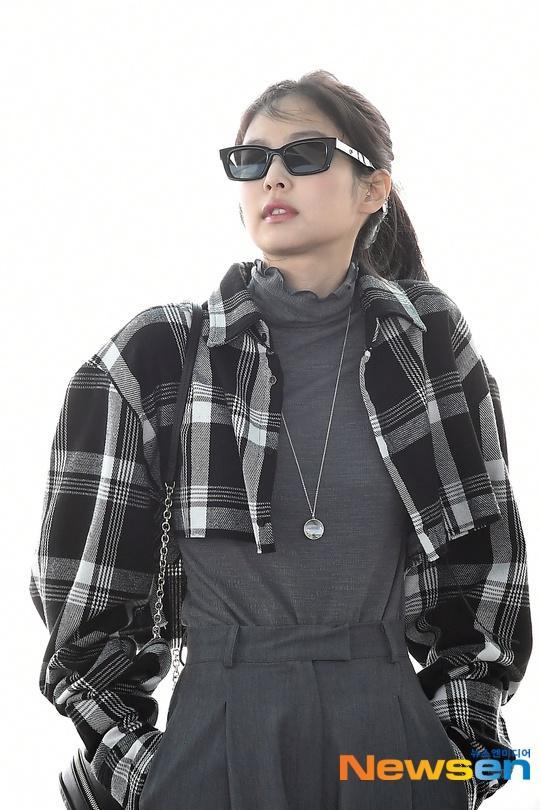 Jennie (Black Pink) mặc khí chất ở đời thường Ảnh 4