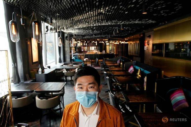 Nhà hàng không một bóng khách dịp Valentine, cả ngày chỉ lo khử trùng Ảnh 1