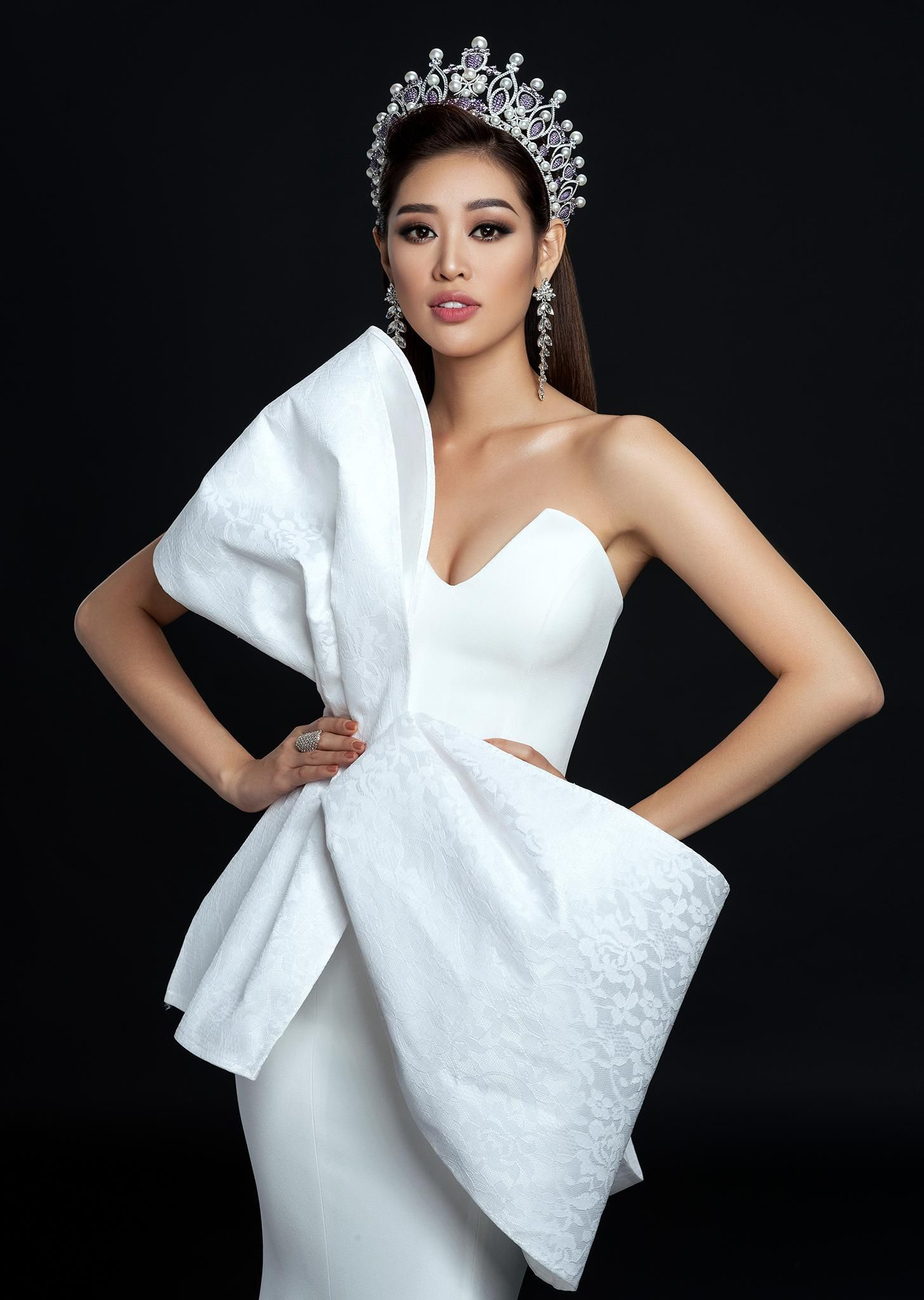 Hoa hậu Khánh Vân khoe vai trần gợi cảm sau 2 tháng đăng quang Ảnh 4