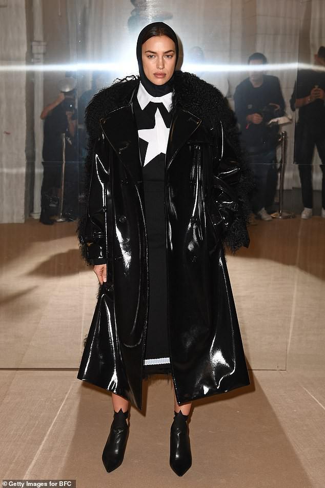 Irina Shayk phong thái lạnh lùng, mặc kín đáo sải bước trên sàn diễn Ảnh 5