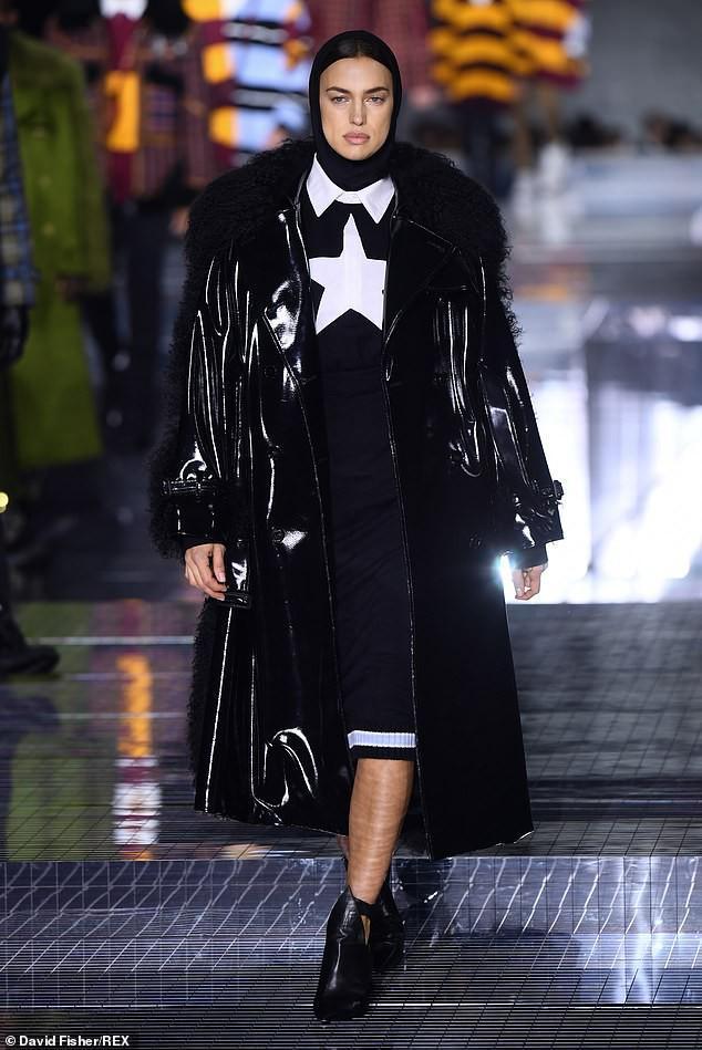 Irina Shayk phong thái lạnh lùng, mặc kín đáo sải bước trên sàn diễn Ảnh 1