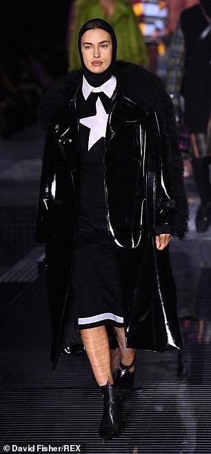 Irina Shayk phong thái lạnh lùng, mặc kín đáo sải bước trên sàn diễn Ảnh 3