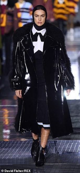 Irina Shayk phong thái lạnh lùng, mặc kín đáo sải bước trên sàn diễn Ảnh 4