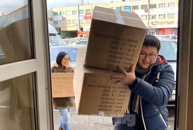 Bạn trẻ Việt ở CH Séc gửi khẩu trang chống dịch cho người dân Vĩnh Phúc Ảnh 1