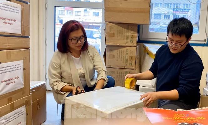 Bạn trẻ Việt ở CH Séc gửi khẩu trang chống dịch cho người dân Vĩnh Phúc Ảnh 4