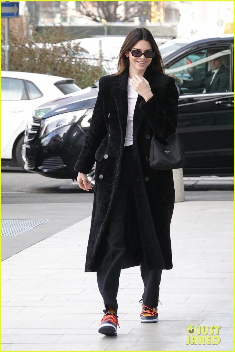 Kendall Jenner xinh đẹp ra phố dạo chơi ở Ý Ảnh 1