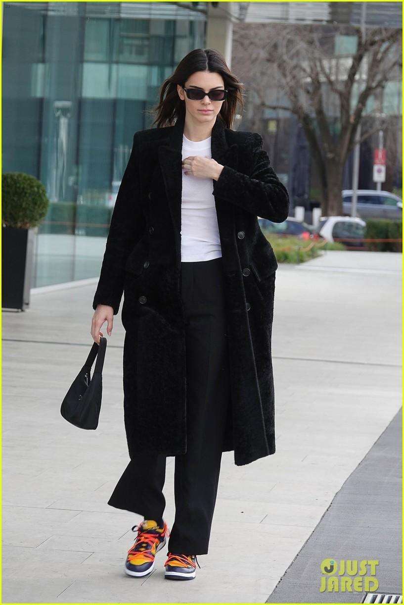 Kendall Jenner xinh đẹp ra phố dạo chơi ở Ý Ảnh 5