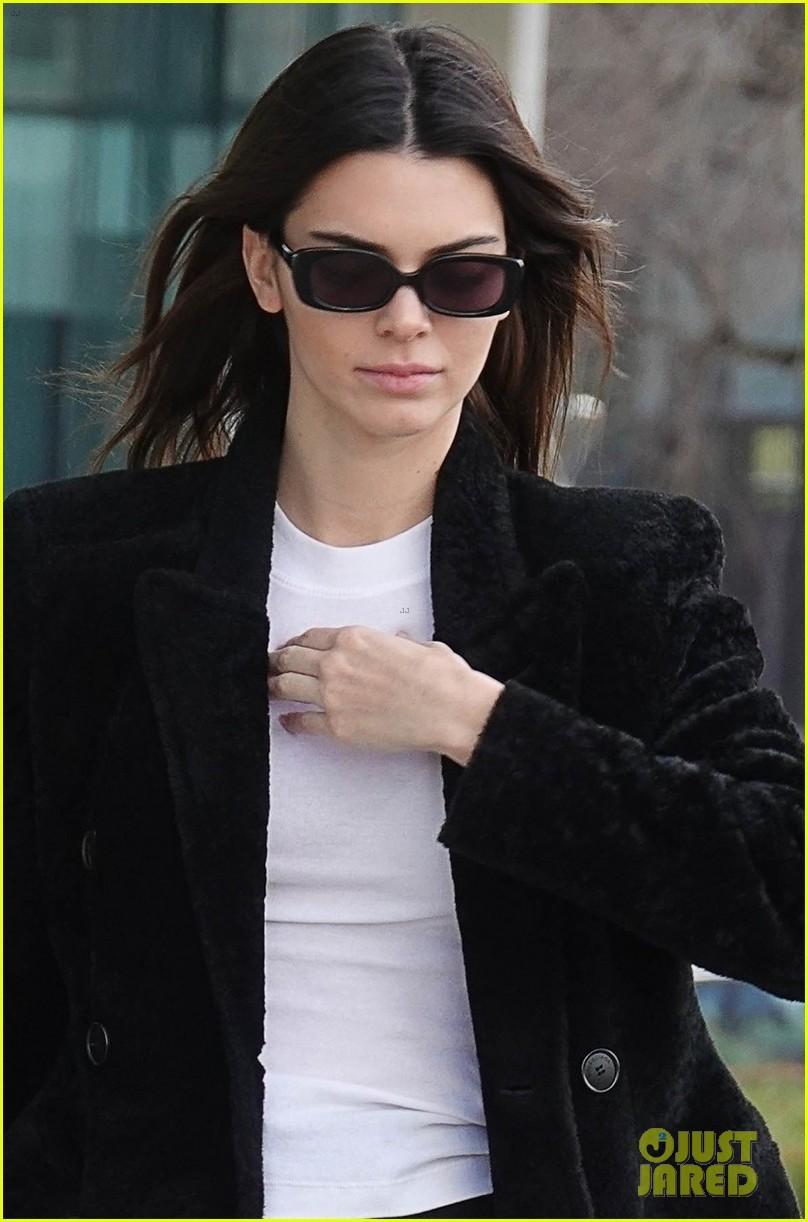 Kendall Jenner xinh đẹp ra phố dạo chơi ở Ý Ảnh 2
