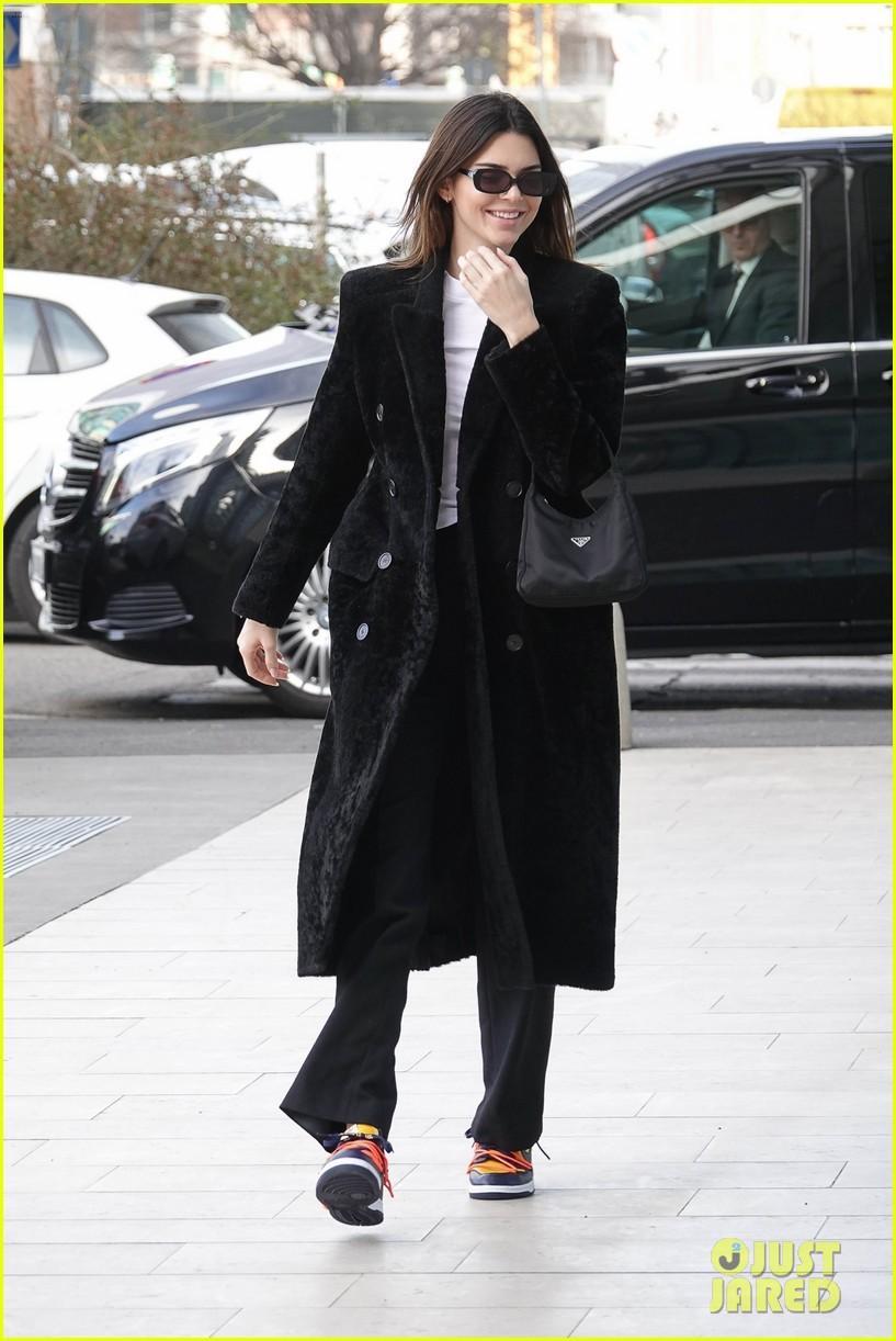 Kendall Jenner xinh đẹp ra phố dạo chơi ở Ý Ảnh 3