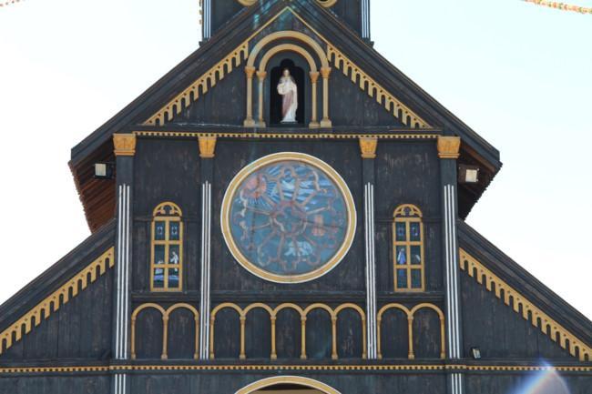 Choáng ngợp nhà thờ gỗ hơn 100 tuổi ở Kon Tum Ảnh 2