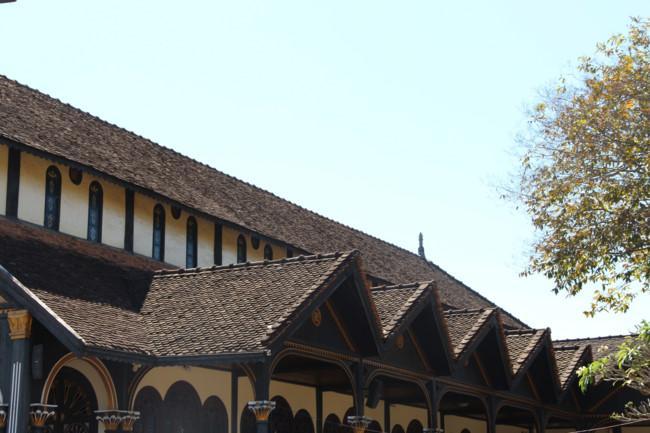 Choáng ngợp nhà thờ gỗ hơn 100 tuổi ở Kon Tum Ảnh 3