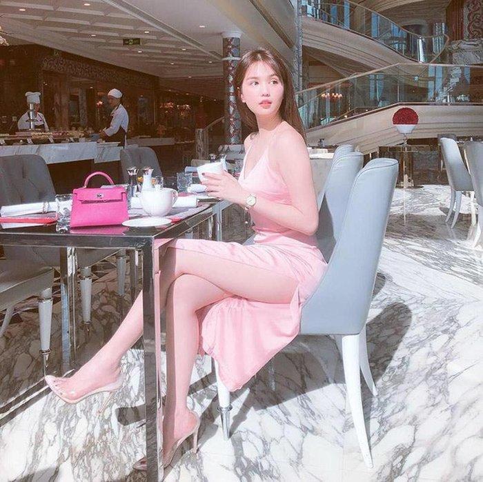 Mấy ai như Ninh Dương Lan Ngọc, Ngọc Trinh, Angela Phương Trinh: Cân đẹp màu hồng - tím khó nhằn Ảnh 3