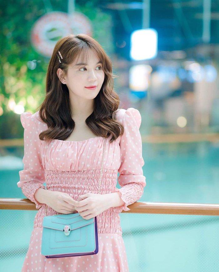 Mấy ai như Ninh Dương Lan Ngọc, Ngọc Trinh, Angela Phương Trinh: Cân đẹp màu hồng - tím khó nhằn Ảnh 4