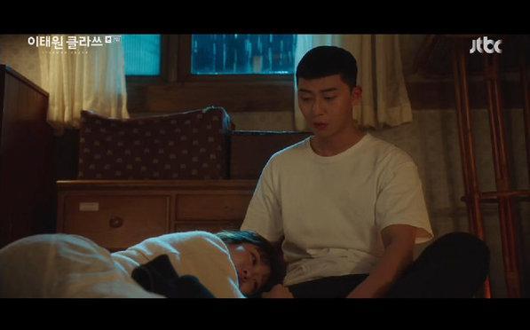 Preview tập 8 Tầng lớp Itaewon (Itaewon Class) - Park Sae Ro Yi sôi máu đuổi việc Son Yi Seo Ảnh 1