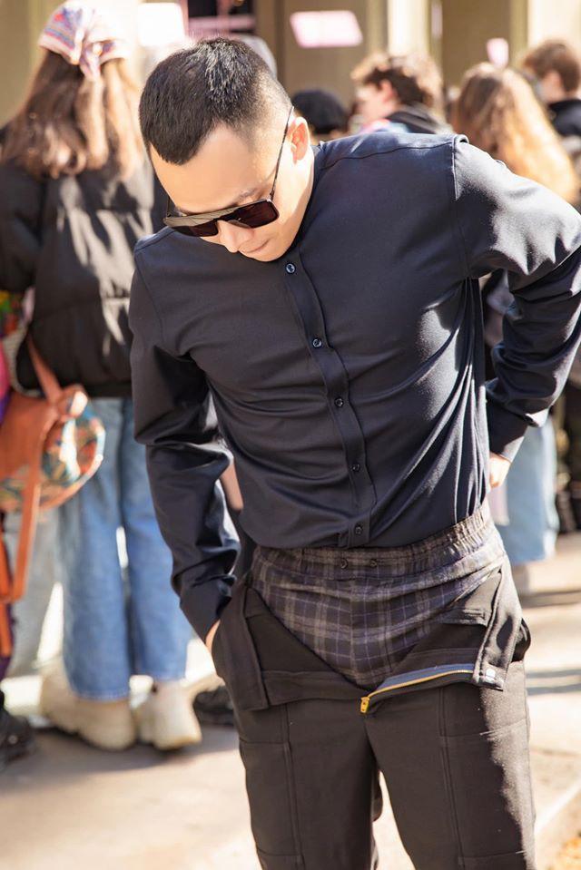 Không cần gà cưng, Vũ Khắc Tiệp mặc quần 'không kéo khóa' cũng gây sốt tại Milan Ảnh 1