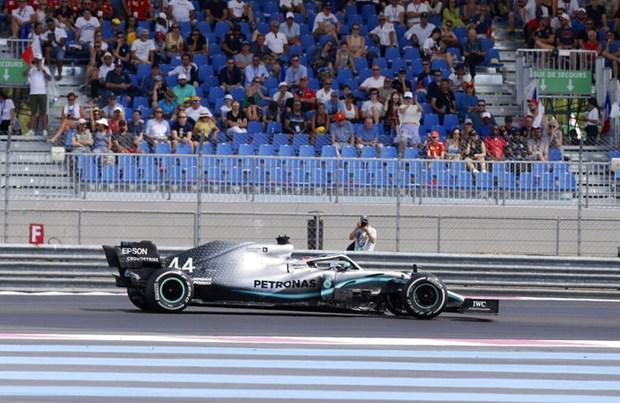 Mercedes thống trị tuần đua thử nghiệm đầu tiên với vôlăng mới Ảnh 1