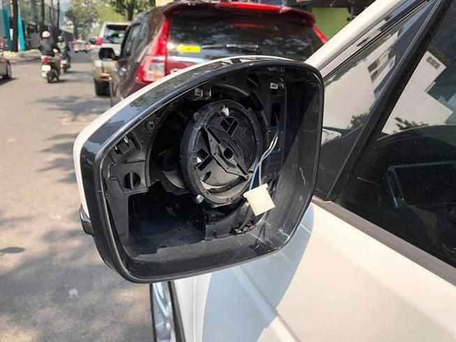 Ô tô bị trộm 'vặt' mất gương gắn gương tạm vẫn bị phạt tiền Ảnh 1