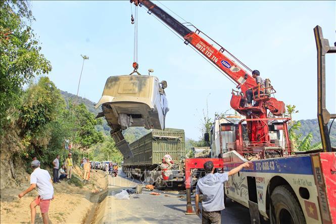 Xe container đối đầu xe tải, giao thông trên Quốc lộ 279 tê liệt Ảnh 5
