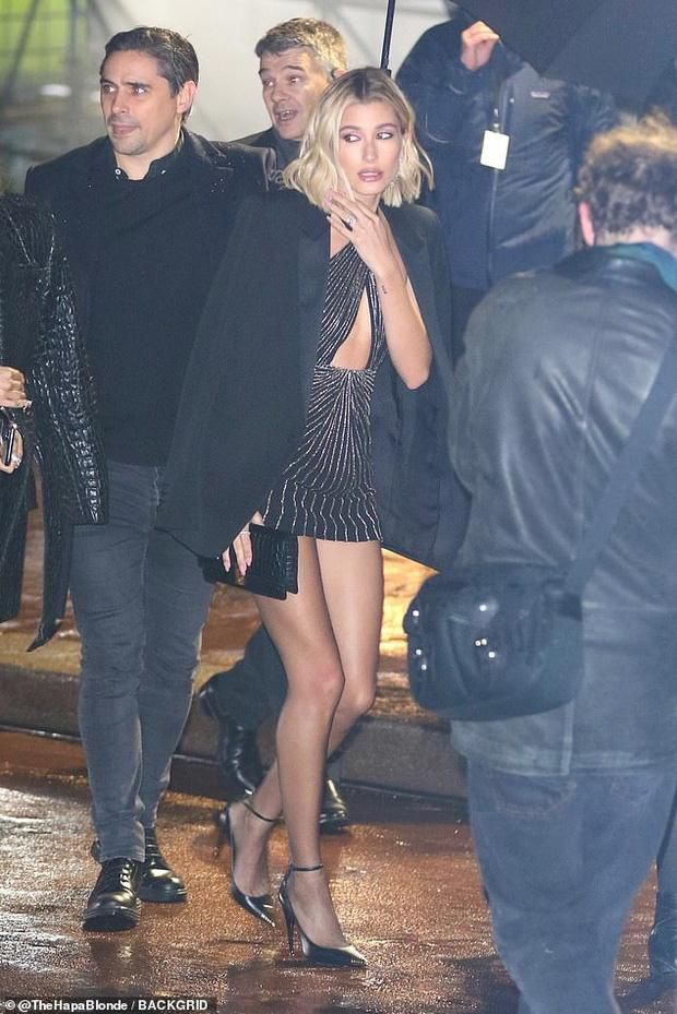 Hailey Bieber được khen gợi cảm ở Paris Fashion Week Ảnh 4