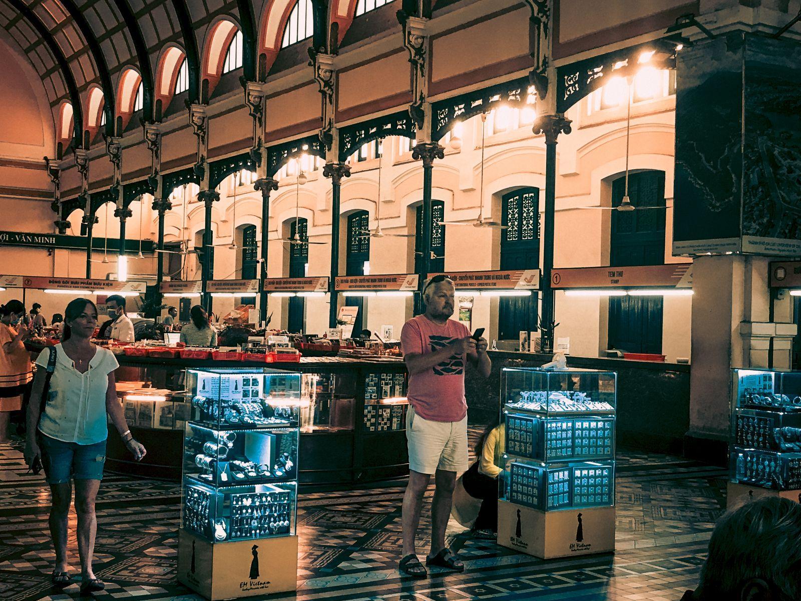 Khám phá Bưu điện gần 130 năm tuổi ở TP Hồ Chí Minh Ảnh 8
