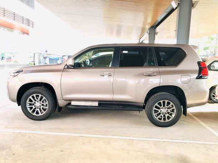 Giá bán cao hơn Ford Explorer 340 triệu đồng, Toyota Land Cruiser Prado 2020 có gì? Ảnh 3