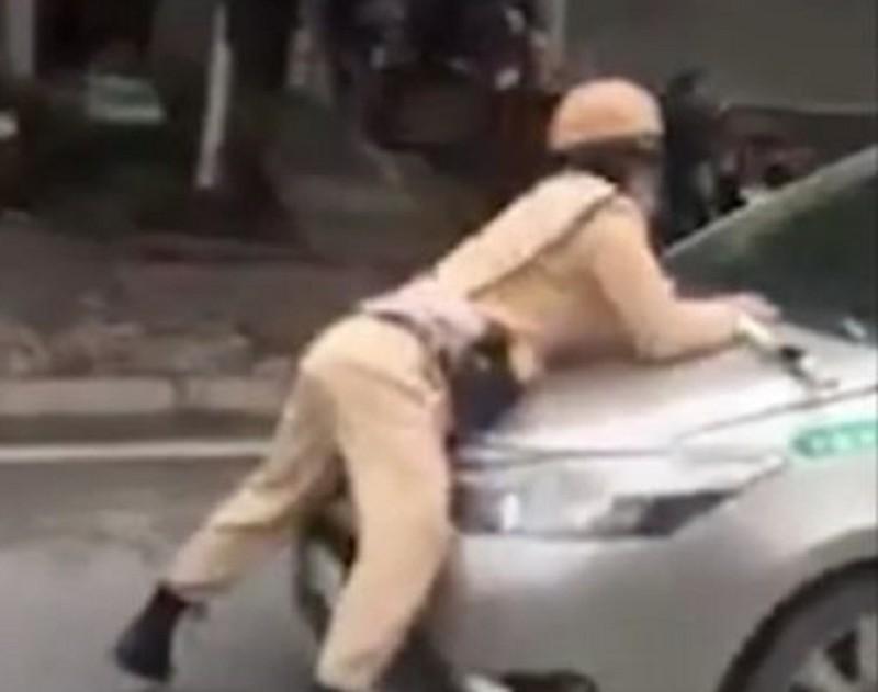Tài xế taxi tông trung úy CSGT văng lên nắp capo Ảnh 2