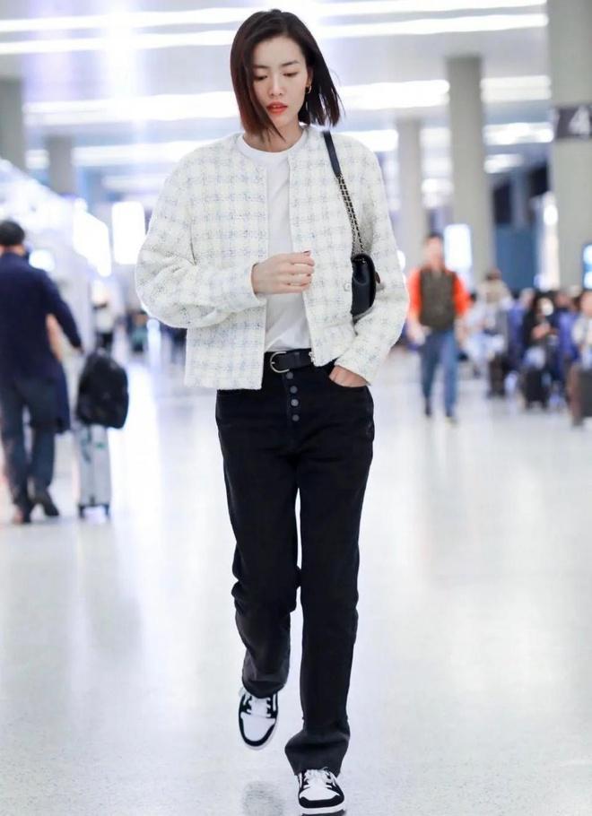 Jennie, Dương Mịch đã mặc quần gì để trông chân thon dài hơn? Ảnh 6