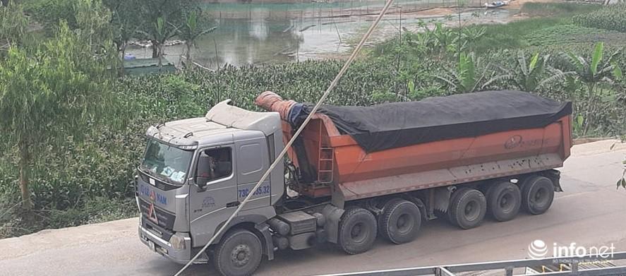 Quảng Bình: Xe quá khổ chở vật liệu tung hoành trên quốc lộ, TTGT, CSGT ở đâu? Ảnh 2