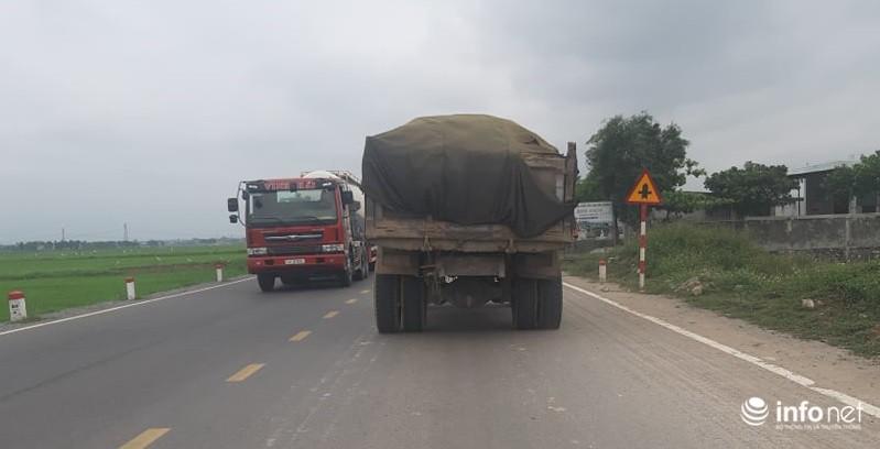 Quảng Bình: Xe quá khổ chở vật liệu tung hoành trên quốc lộ, TTGT, CSGT ở đâu? Ảnh 5