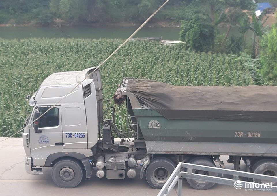 Quảng Bình: Xe quá khổ chở vật liệu tung hoành trên quốc lộ, TTGT, CSGT ở đâu? Ảnh 1