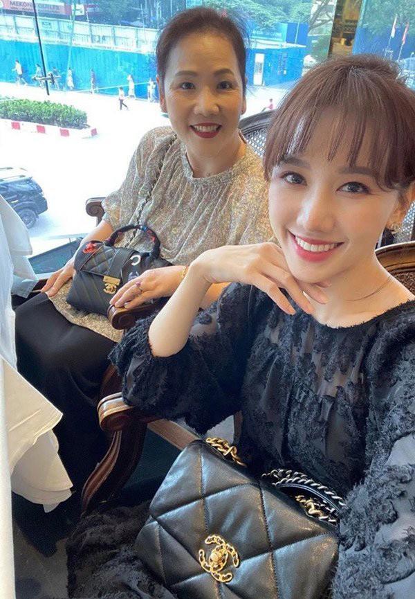 Ngỡ ngàng nhan sắc U60 trẻ trung xinh đẹp của mẹ vợ sao Việt Ảnh 2