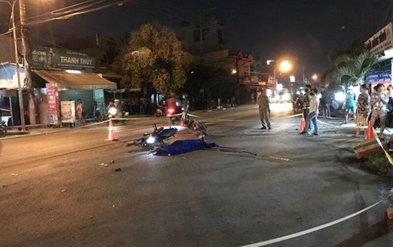 Xe máy tông nhau trong đêm, 1 người tử vong, 2 người nguy kịch Ảnh 1