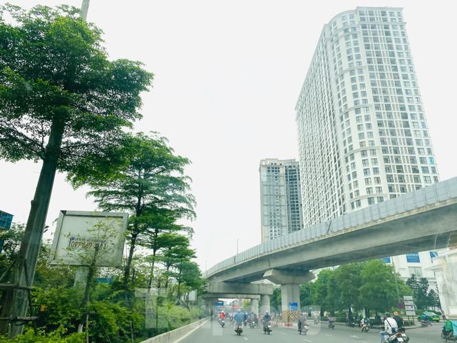 Khu đô thị mới Hà Nội vắng khác lạ trong ngày đầu tiên lệnh đóng cửa quán Ảnh 9