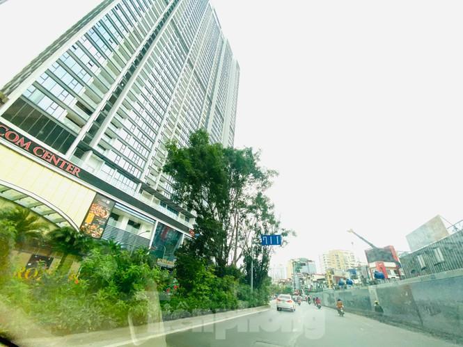 Khu đô thị mới Hà Nội vắng khác lạ trong ngày đầu tiên lệnh đóng cửa quán Ảnh 5