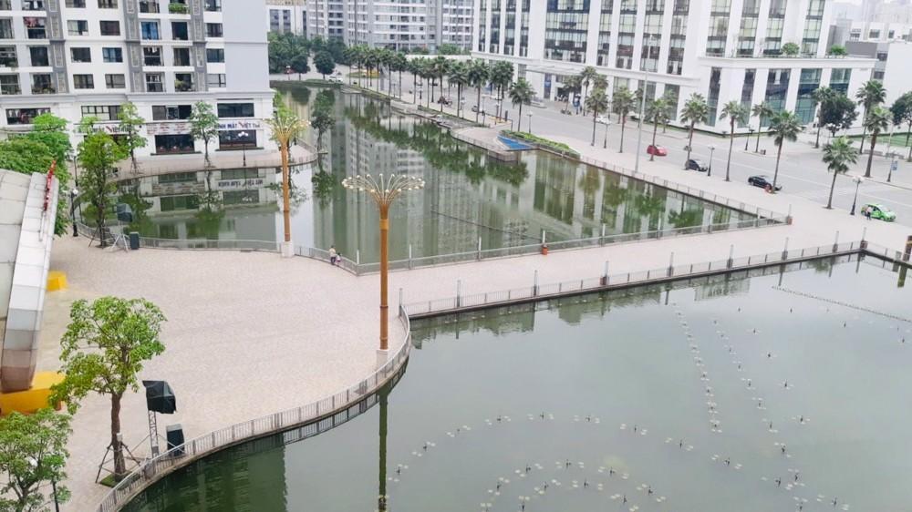 Khu đô thị mới Hà Nội vắng khác lạ trong ngày đầu tiên lệnh đóng cửa quán Ảnh 13