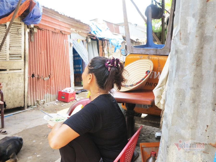 Tình người trong xóm trọ nghèo nhất Sài Gòn giữa mùa dịch Covid-19 Ảnh 7
