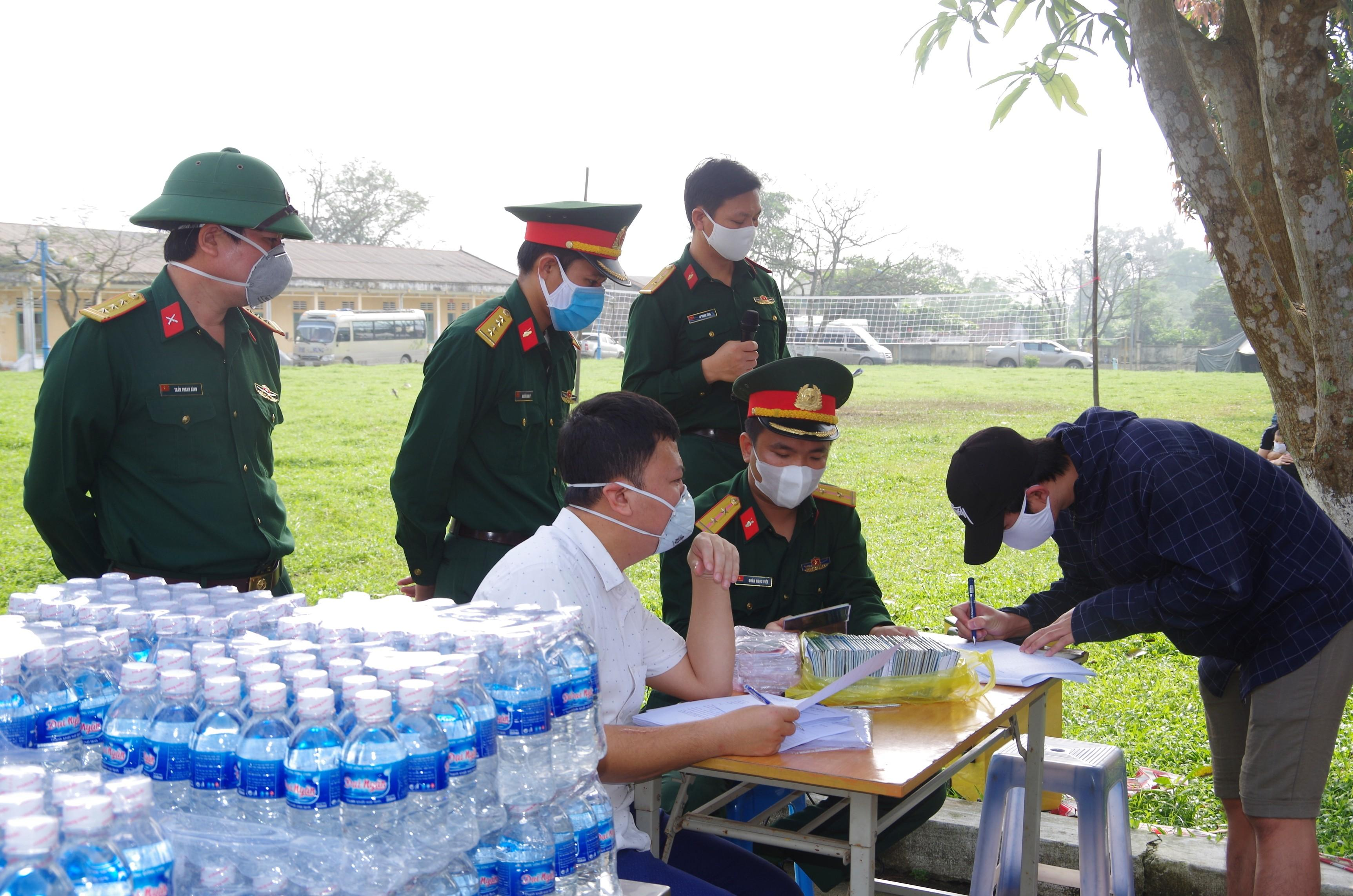 Bàn giao hơn 600 công dân đã hoàn thành thời gian cách ly tập trung Ảnh 1