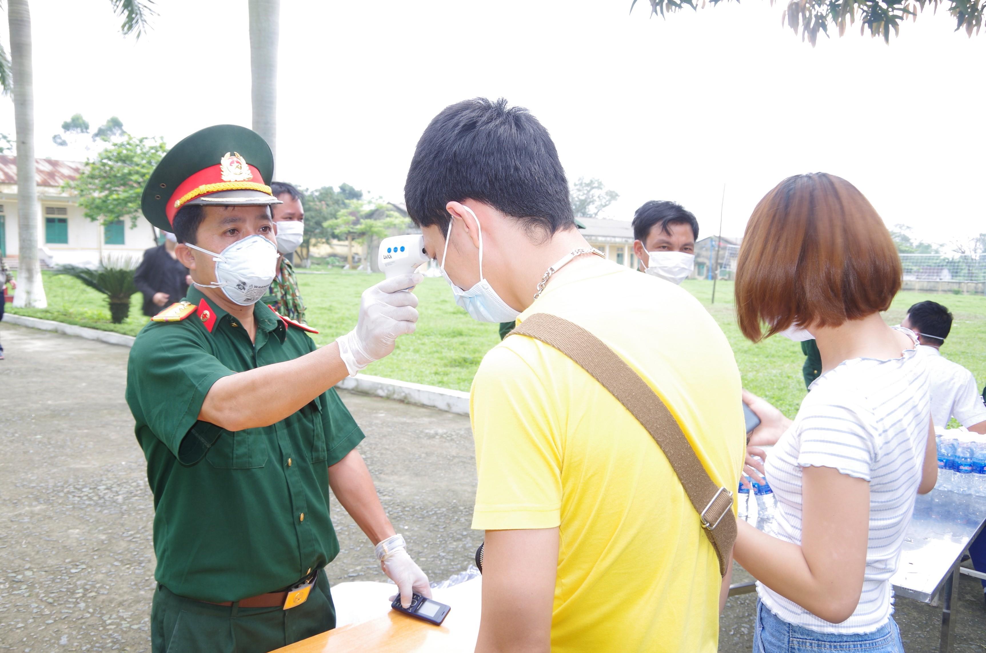 Bàn giao hơn 600 công dân đã hoàn thành thời gian cách ly tập trung Ảnh 3