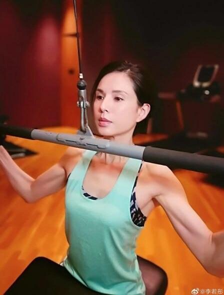 'Tiểu Long Nữ' Lý Nhược Đồng khoe eo thon cùng nhan sắc đỉnh cao ở tuổi U50 Ảnh 5