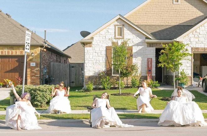 Ở nhà quá chán, nhiếp ảnh gia rủ hàng xóm chụp ảnh váy cưới Ảnh 1