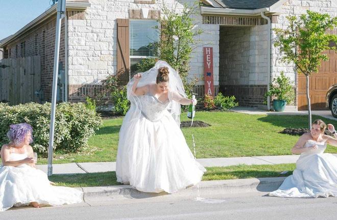 Ở nhà quá chán, nhiếp ảnh gia rủ hàng xóm chụp ảnh váy cưới Ảnh 2