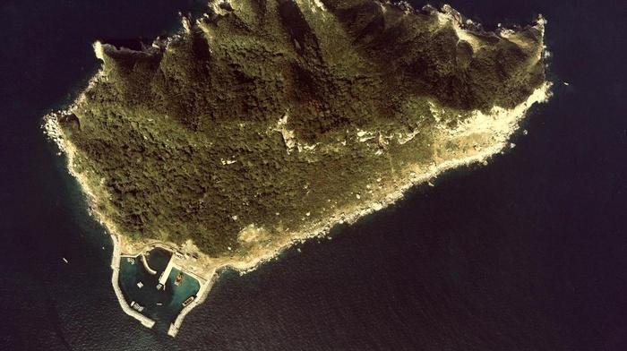 Khám phá hòn đảo đặc biệt, cấm phụ nữ đến tại Nhật Bản Ảnh 1