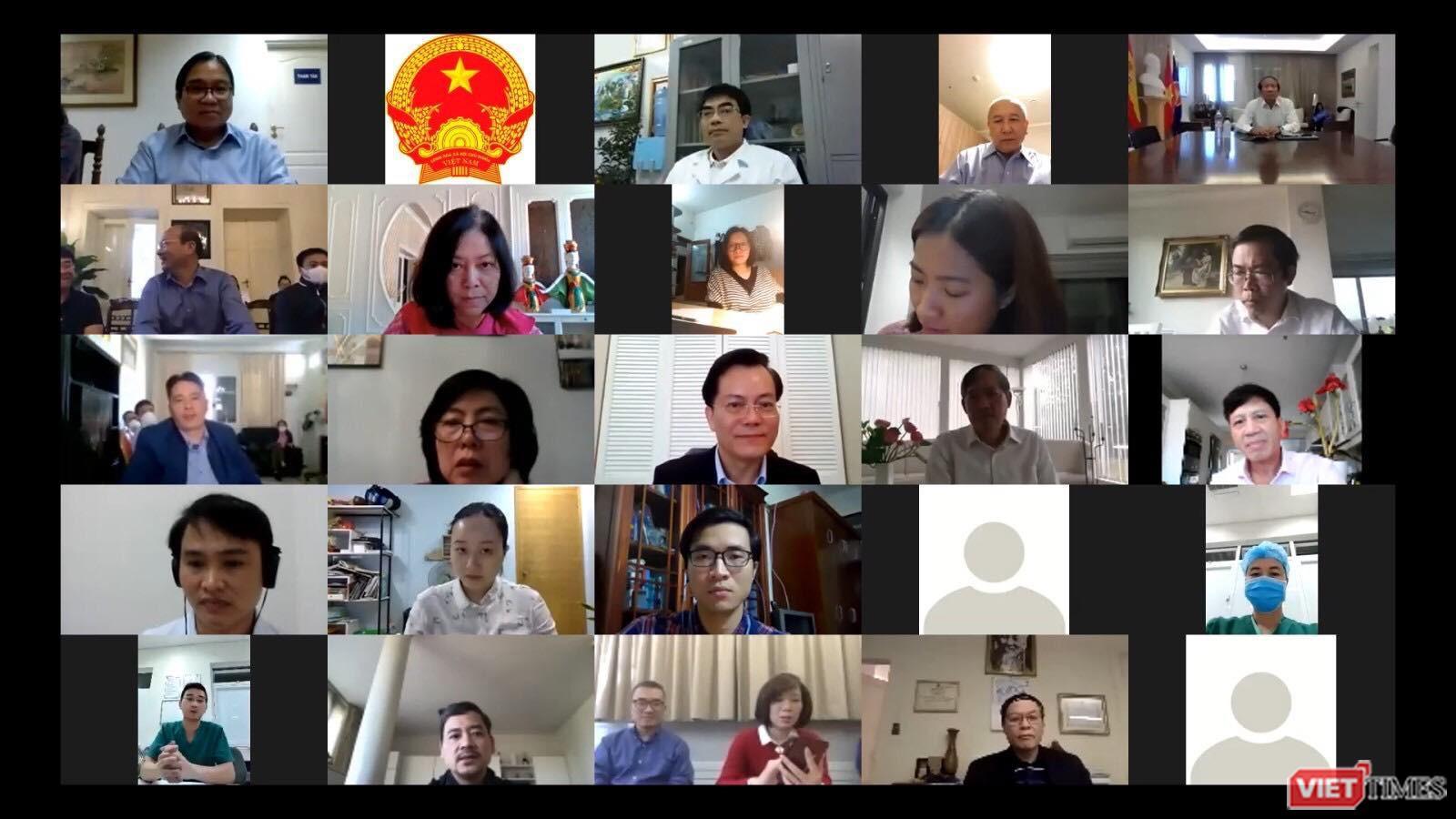 Nhóm bác sĩ trẻ tình nguyện hỗ trợ từ xa cho 26 cơ quan ngoại giao Việt Nam ở nước ngoài chống dịch Ảnh 1