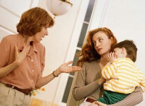 Nàng dâu và mẹ chồng bất đồng vì chuyện 'hôn hít' con trẻ Ảnh 1
