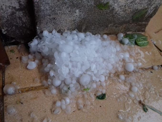 Trận mưa đá kéo dài 20 phút tại vùng cao Quảng Trị Ảnh 1