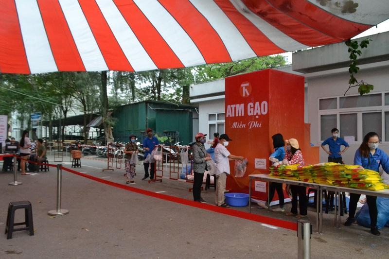 Quận Hai Bà Trưng: Mỗi ngày gần 2.000 người nhận chia sẻ từ những 'cây gạo yêu thương' Ảnh 2